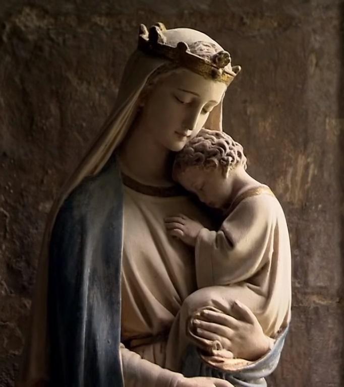 Tại sao phải đến với Mẹ Maria trong khi chúng ta đã có Chúa Giêsu ?