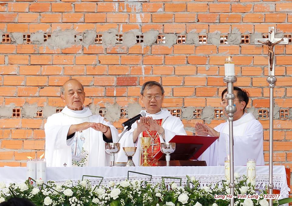 Thánh Lễ Đặt Viên Đá Đầu Tiên xây dựng Nhà Thờ Họ Đồng Phú