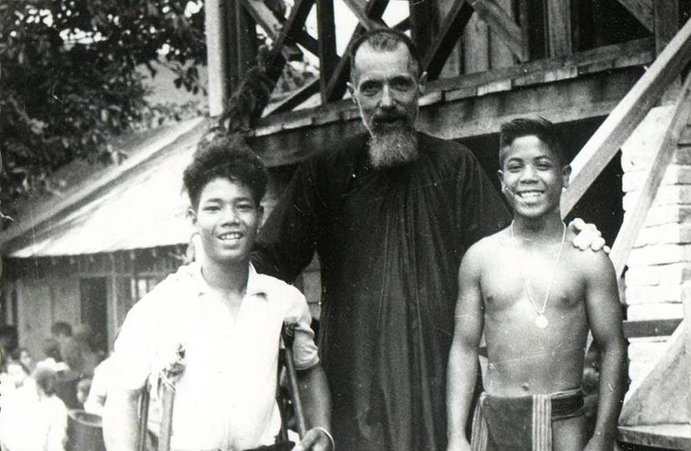 Ðức Cha Jean Cassaigne - Bạn của người phong tại Việt Nam