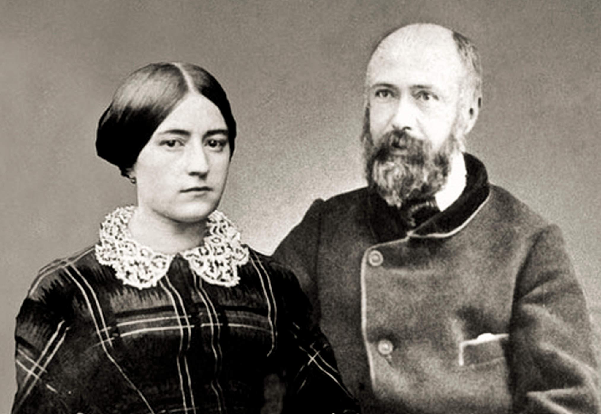 10 cặp đôi là… Thánh, cưới Thánh.