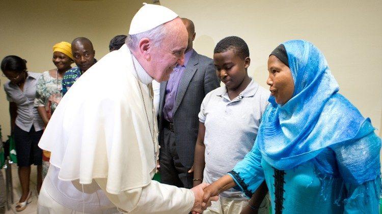 ĐTC Phanxicô đánh giá cao hoạt động trợ giúp người tị nạn của tu sĩ dòng Tên ở Ý
