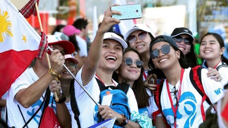 Thánh tích thánh GH Gioan Phaolô II thu hút người trẻ Philippines