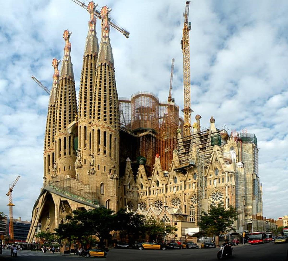 Barcelona mở lại đền thánh Thánh Gia cho các nhân viên y tế