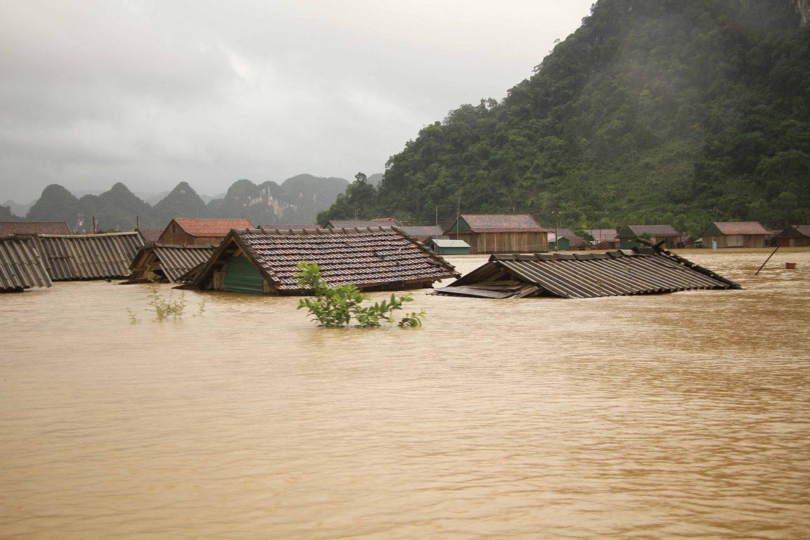 Cầu nguyện và cộng tác cứu trợ nạn nhân lũ lụt