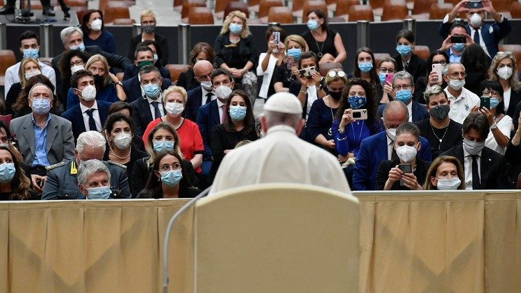 Đức Thánh Cha nhấn mạnh chiều kích con người trong việc chăm sóc bệnh nhân