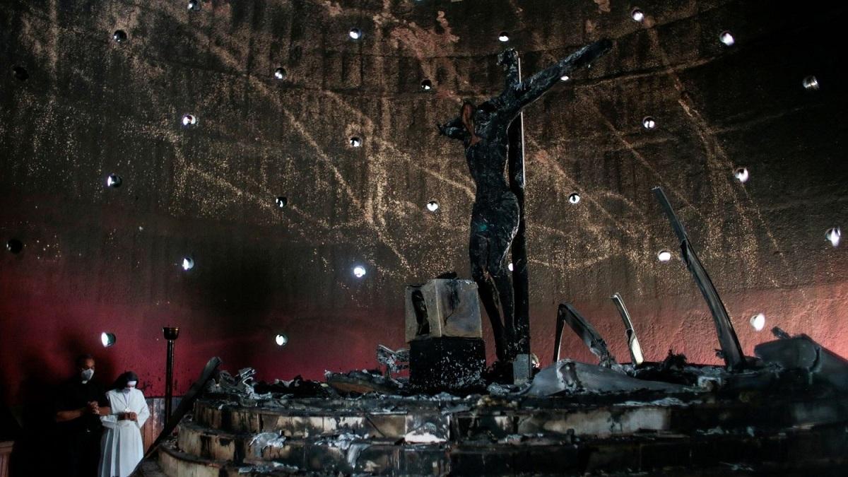 Nhà thờ chính tòa, nhiều tượng ảnh bị đốt phá, Thánh Thể bị chà đạp ở Managua