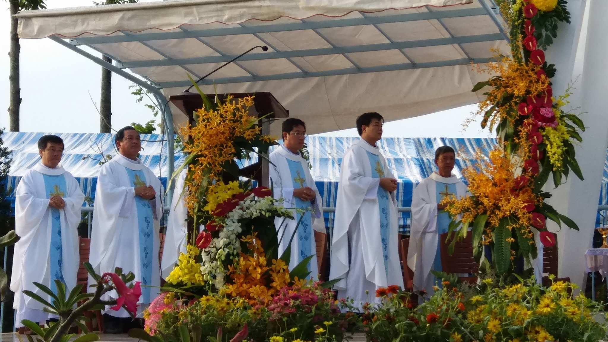 TTHH Fatima Vĩnh Long : Khai mạc hành hương kỷ niệm 100 năm Đức Mẹ hiện ra tại Fatima - Ảnh minh hoạ 13