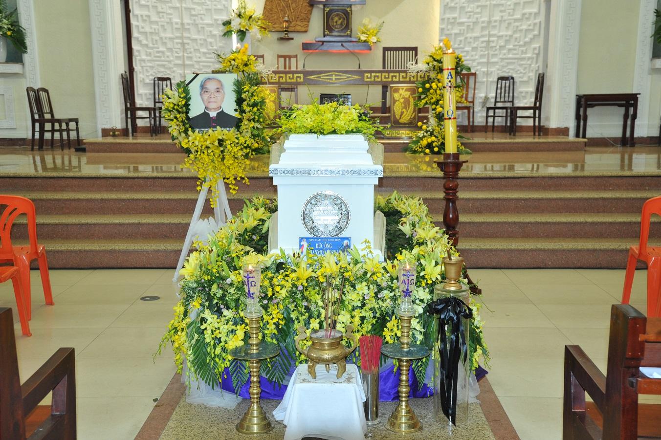 Thánh Lễ An Táng Đức Ông Phanxico Borgia Trần Văn Khả :Chiếc Thiệp Tang Thay Cho Chiếc Thiệp Mừng - Ảnh minh hoạ 13
