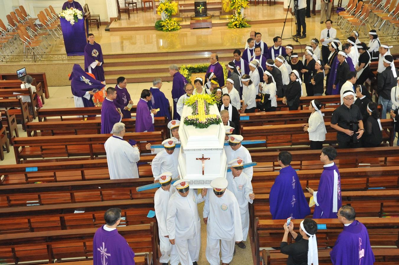 Thánh Lễ An Táng Đức Ông Phanxico Borgia Trần Văn Khả :Chiếc Thiệp Tang Thay Cho Chiếc Thiệp Mừng - Ảnh minh hoạ 14