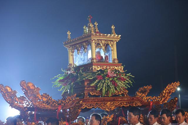 Rước kiệu thánh tích các thánh tử đạo Việt Nam tại Sở Kiện