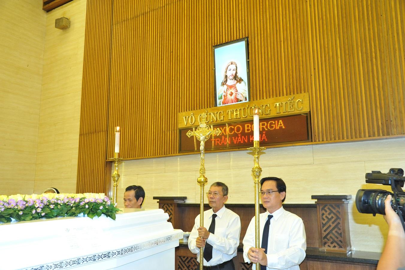 Thánh Lễ An Táng Đức Ông Phanxico Borgia Trần Văn Khả :Chiếc Thiệp Tang Thay Cho Chiếc Thiệp Mừng - Ảnh minh hoạ 16