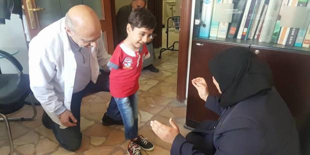 Naim Marachaly, bác sĩ chỉnh hình giúp bệnh nhân Syria đi đứng lại được