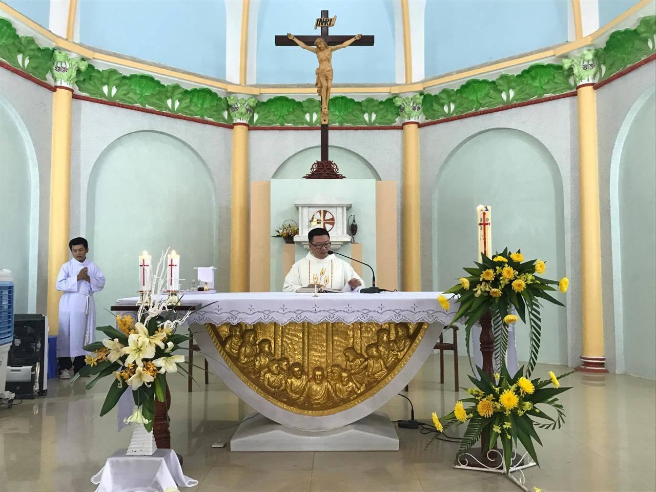 Nhân viên nhà sách Đức Mẹ Hằng Cứu Giúp hành hương kính viếng Mẹ La Mã
