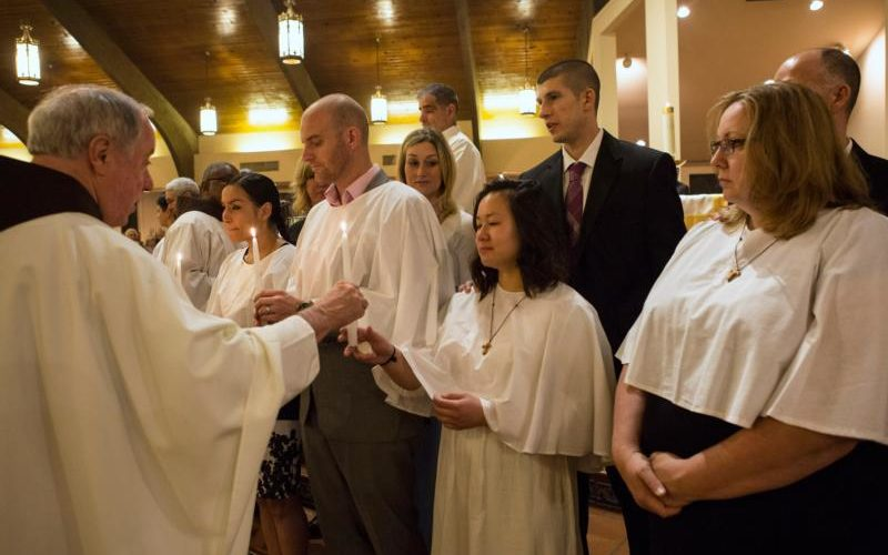 Hàng ngàn người ở Hoa Kỳ gia nhập Giáo Hội vào Lễ Phục Sinh
