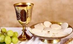 Khi hết Bánh thánh, linh mục có thể Truyền phép thêm được không?