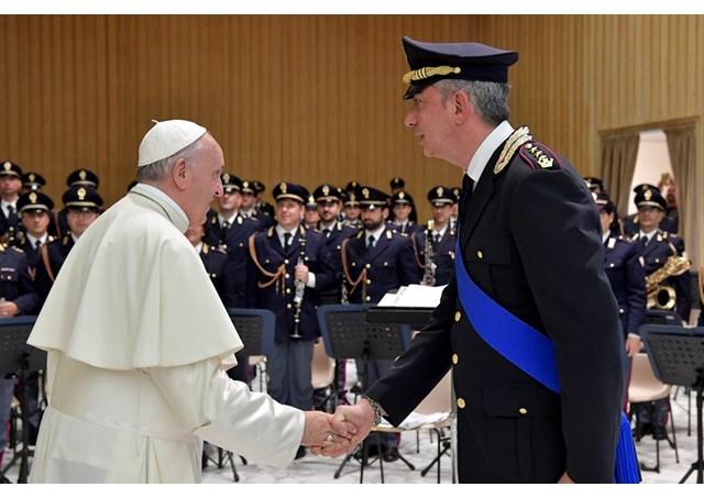 Đức Thánh Cha tiếp cảnh sát Italia ở Roma và giới lãnh đạo y tế