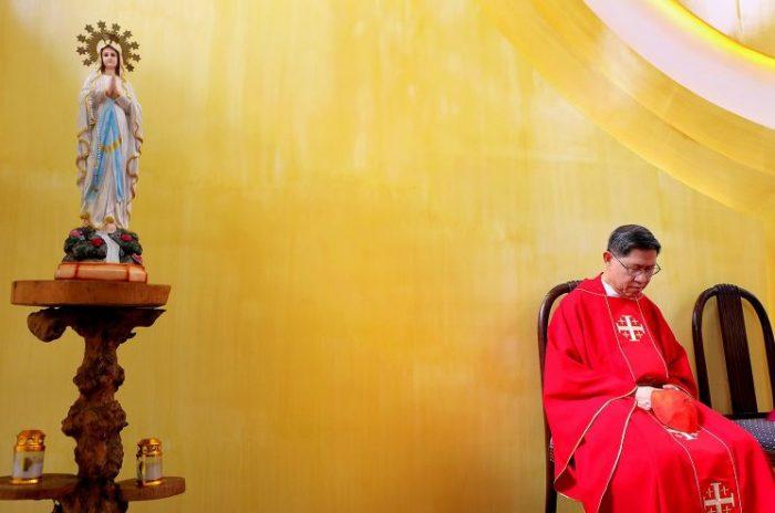 Đức Hồng Y Luis Antonio Tagle từ giả quê hương Imus