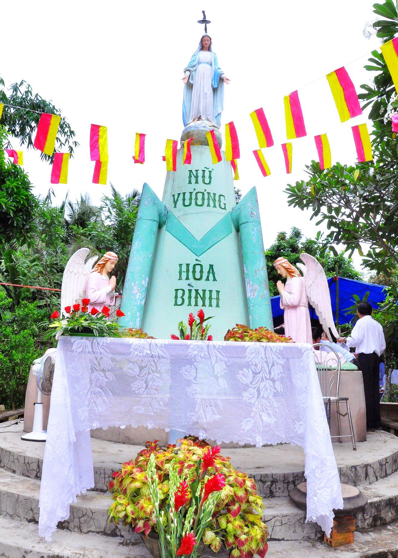Họ Đạo Cái Nhum : Thánh lễ Tạ Ơn kỷ niệm 52 năm xây dựng tượng đài Đức Mẹ Sao Biển