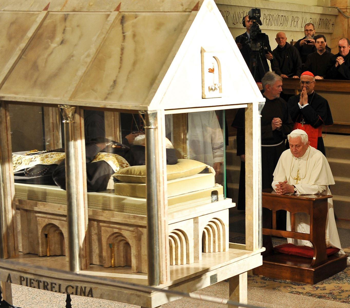 Thánh tích quý giá của Thánh Pio 5 dấu