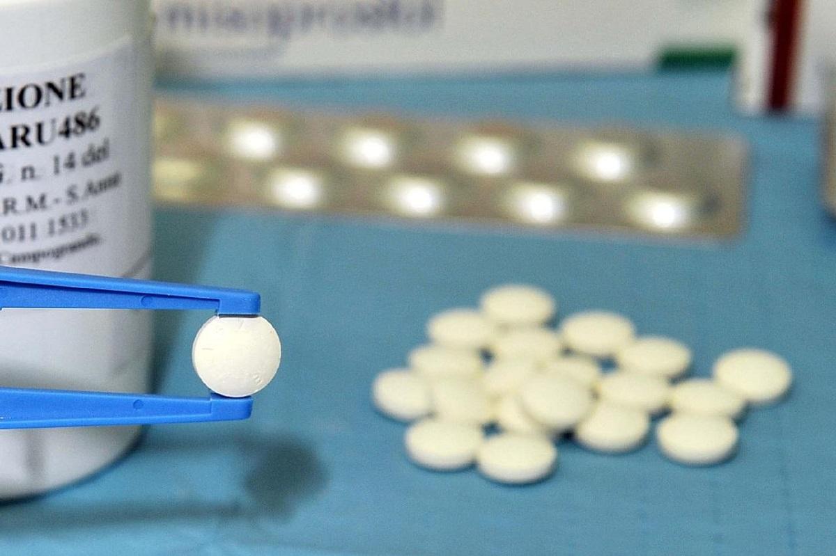 Ý xem xét việc cho phép uống thuốc phá thai mà không cần đến bệnh viện