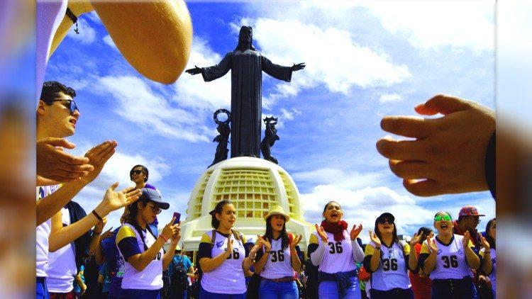50 ngàn bạn trẻ Mexico viếng đền thánh Chúa Kitô Vua trên núi cao 2400 mét