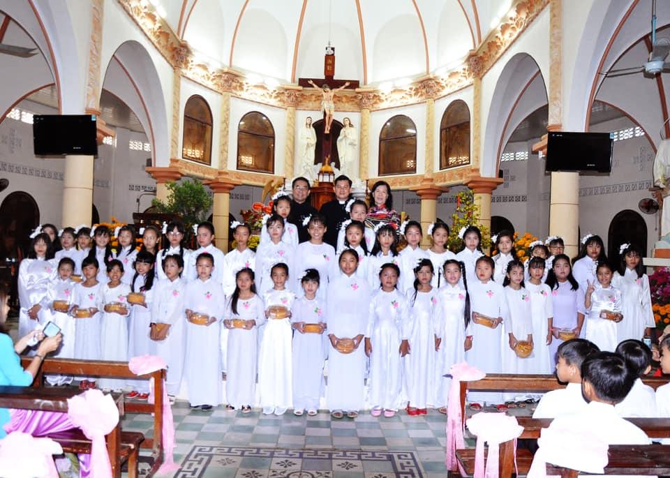 Họ đạo Cái Nhum : Thánh Lễ cầu bình an cho năm mới – Lần đầu rước Chúa