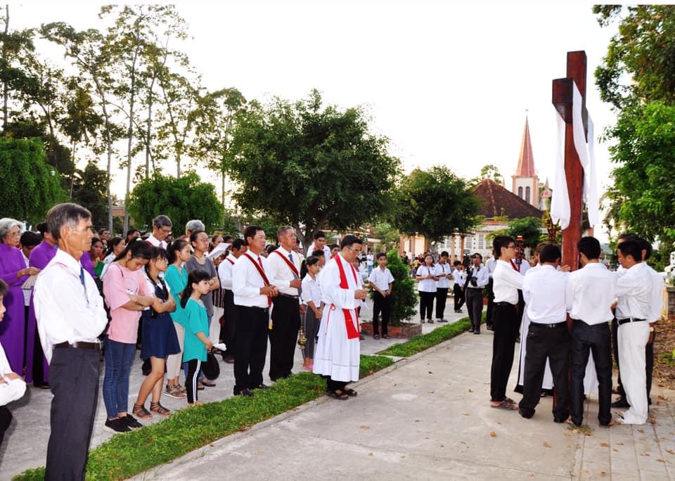 Họ đạo Cái Nhum : Thứ Sáu Tuần Thánh