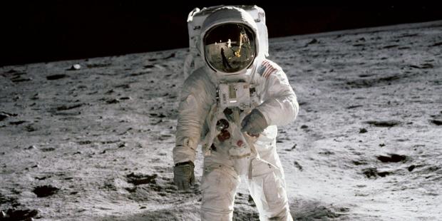 Rước lễ trên Mặt trăng