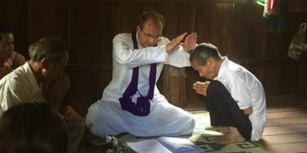 """Cha François Hemelsdael, linh mục giáo xứ tại vùng """"Thụy Sĩ của Campuchia"""""""