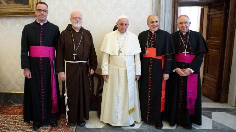 Công giáo Hoa Kỳ cầu nguyện cho Đức Thánh Cha nhân dịp kim khánh linh mục