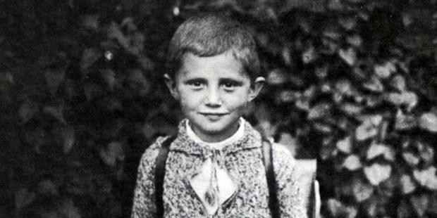 Bức thư Đức Bênêđictô XVI xin Chúa Giêsu Hài Đồng khi ngài 7 tuổi