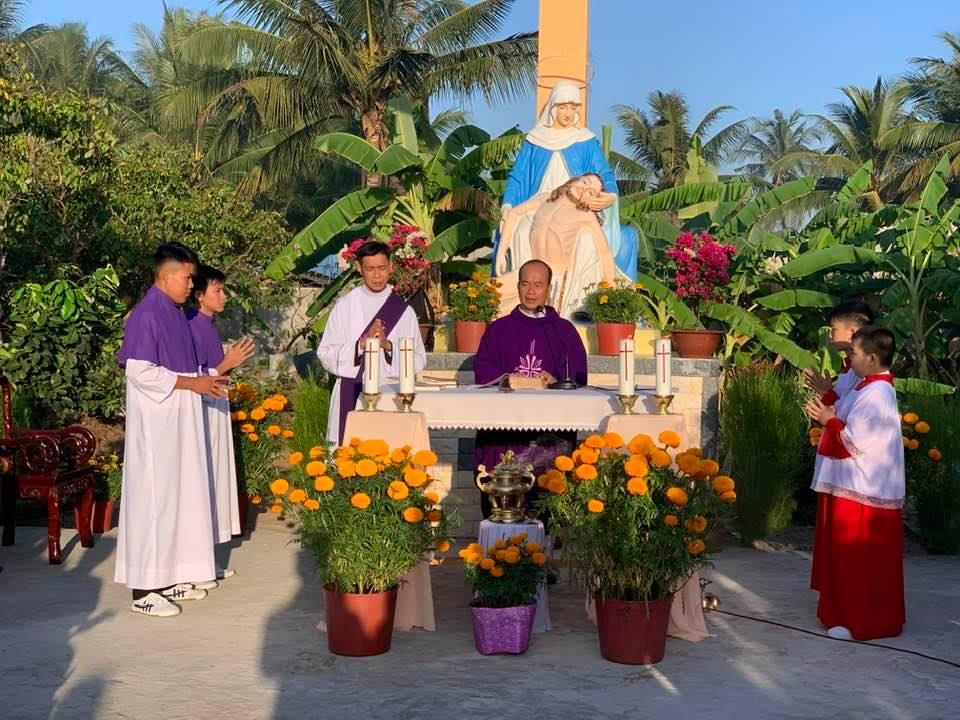 Họ đạo Vang Quới dâng lễ kính nhớ Tổ Tiên, Ông Bà, Cha Mẹ tại Đất Thánh
