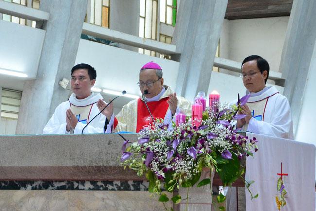 TGP.HUẾ: Thánh Lễ Mừng Kim Khánh Linh Mục Đức TGM Phanxicô Xavie Lê Văn Hồng