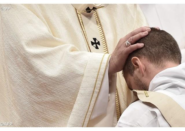Linh mục, hãy phục vụ với niềm vui