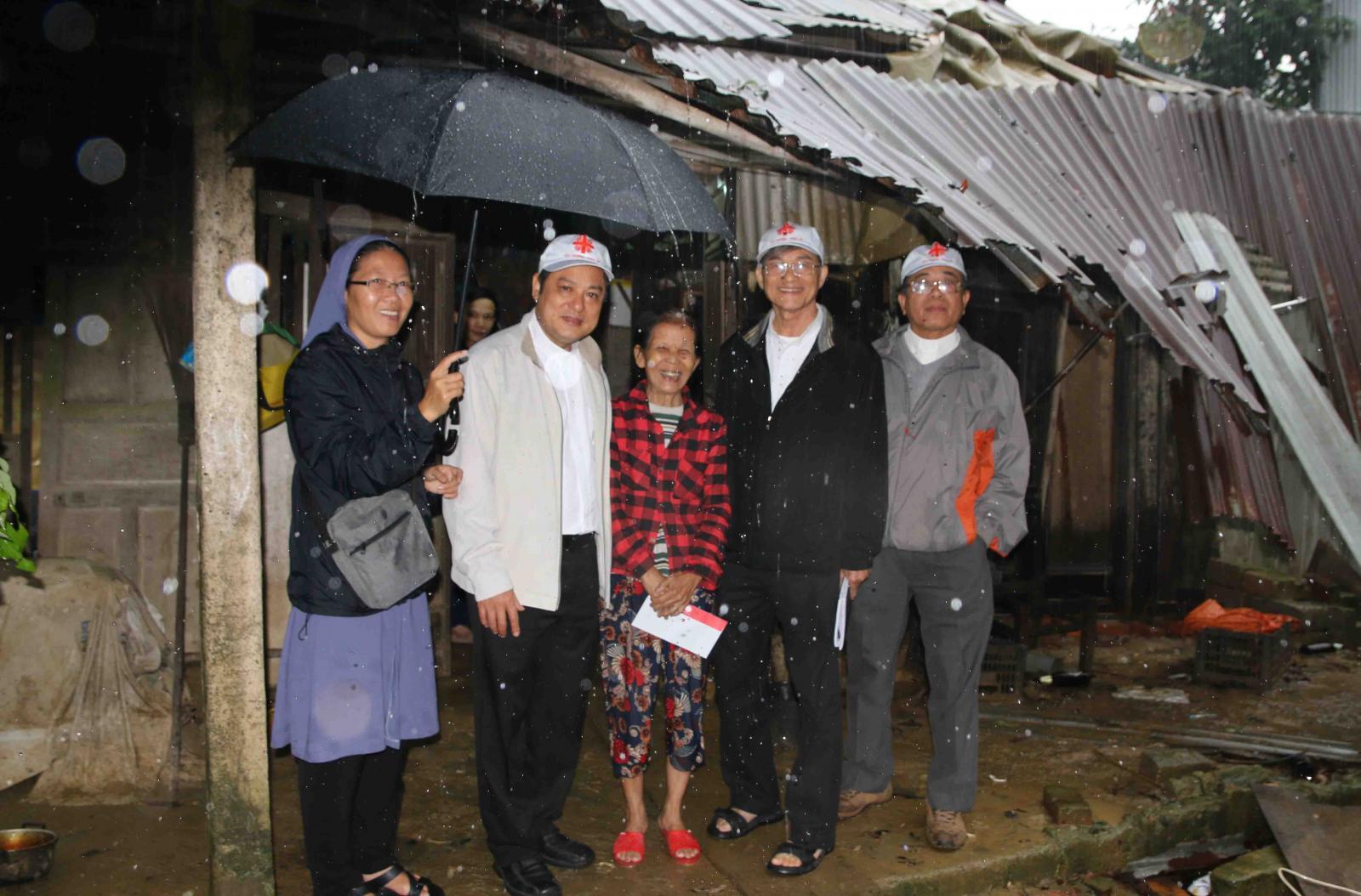 Caritas Việt Nam: Thăm và Khảo Sát Lũ Lụt Miền Trung