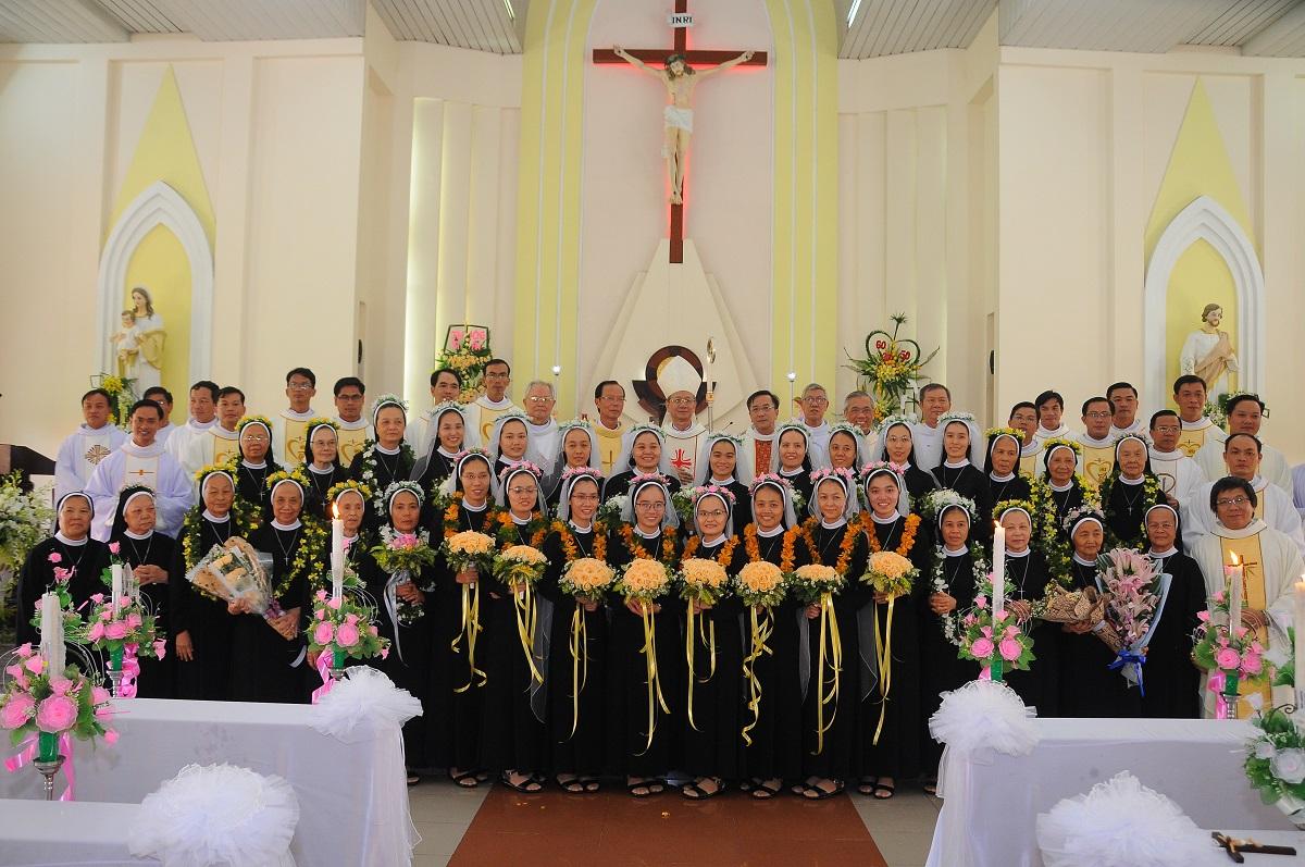 Dòng Mến Thánh Giá Cái Mơn: Thánh Lễ Thánh hiến và tạ ơn