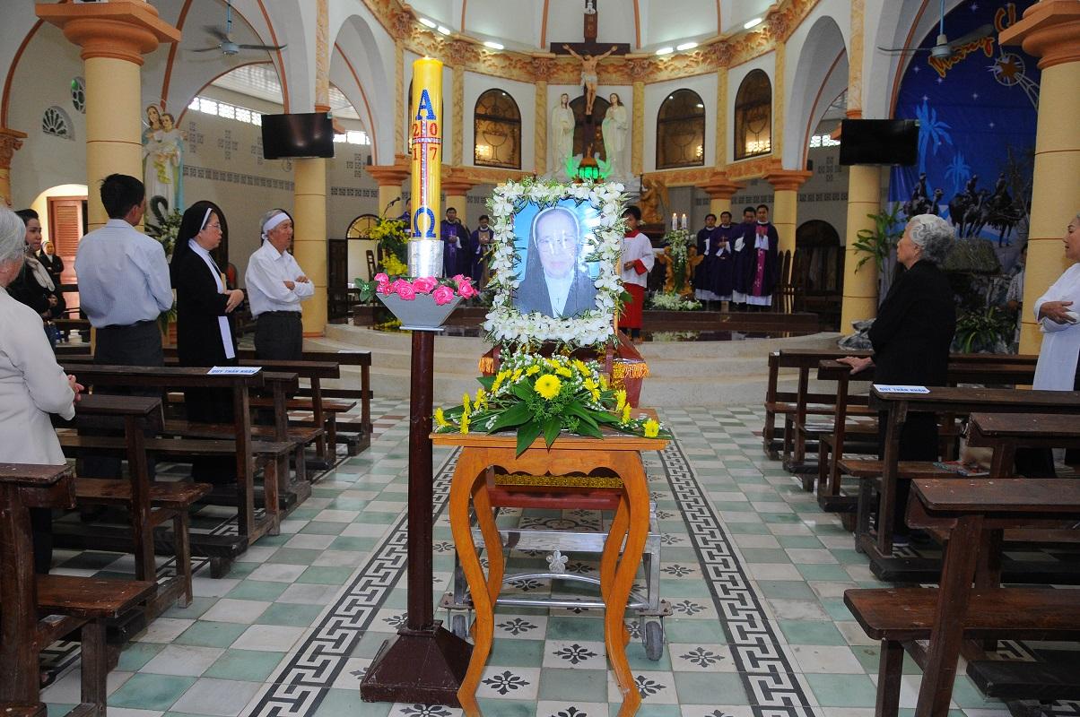 Dòng Mến Thánh Giá Cái Nhum : Thánh Lễ an táng Dì Elisabeth Mai Thị Hoài