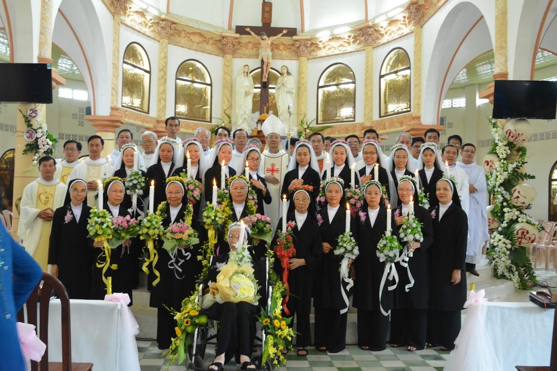 Dòng Mến Thánh Giá Cái Nhum:  Thánh Lễ thánh hiến và tạ ơn