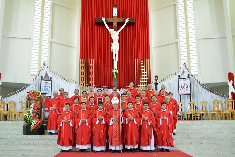 Thánh Lễ phong chức linh mục và tạ ơn mừng kỷ niệm Thánh Chức Linh Mục