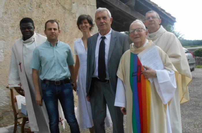 Linh mục Georges Ansos 94 tuổi qua đời trong áo lễ