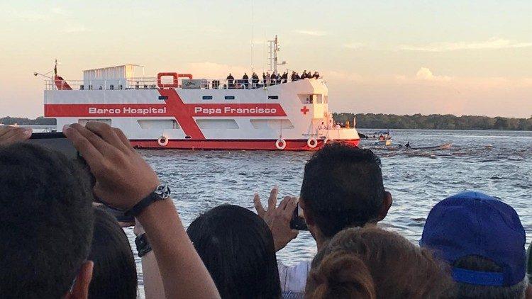 Con tàu bệnh viện của Đức thánh cha Phanxicô mang Lời Chúa, chăm sóc sức khỏe đến cho khu vực Amazon