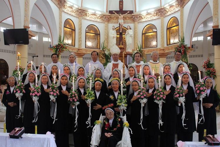 Dòng Mến Thánh Giá Cái Nhum : Mùa dâng hiến