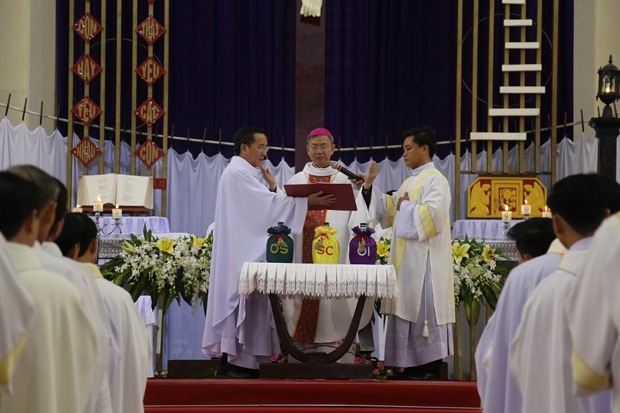 Giáo Phận Vĩnh Long : Thánh Lễ truyền dầu.