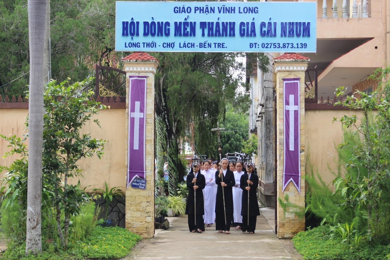 Hội Dòng Mến Thánh Giá Cái Nhum : Thánh Lễ an táng cho Dì Anna Nguyễn Thị Khiêm