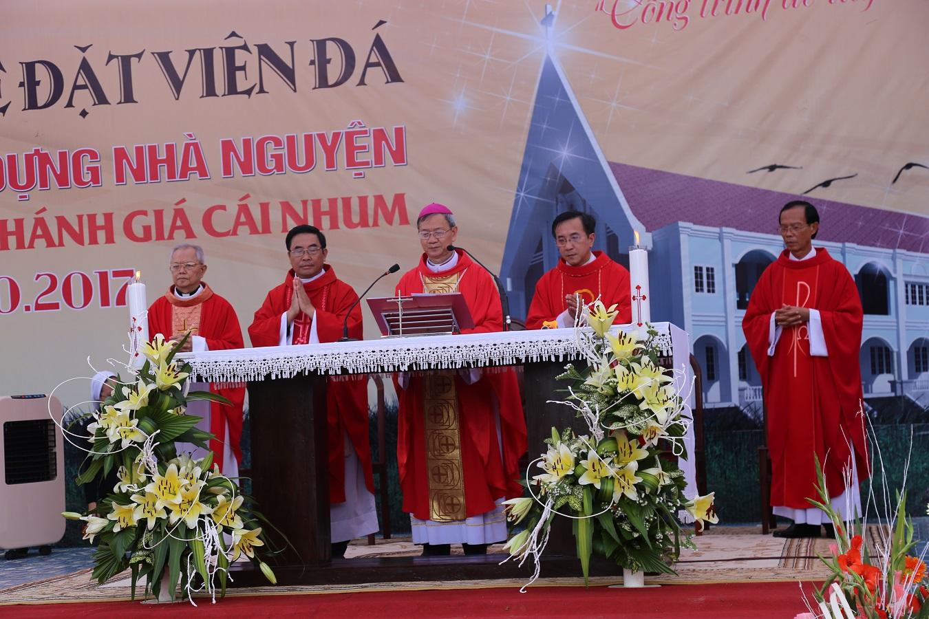 Hội Dòng Mến Thánh Giá Cái Nhum : Thánh Lễ đặt viên đá xây dựng Nguyện Đường