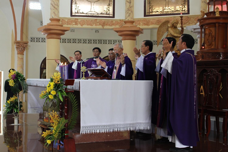 Thánh Lễ an táng Dì Maria Nguyễn Thị Bảy