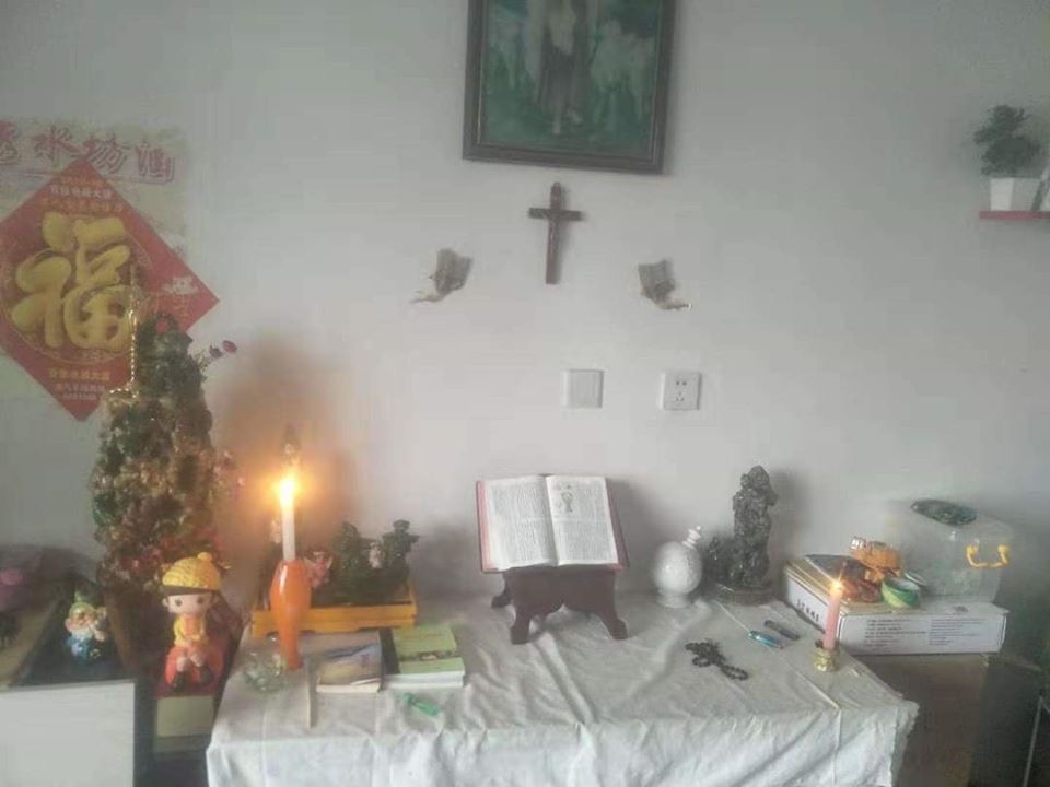 Trong thời gian đại dịch Coronavirus,  người Công giáo Trung Quốc  sốt sắng đọc kinh gia đình  vì không tham dự được Thánh lễ ở nhà thờ