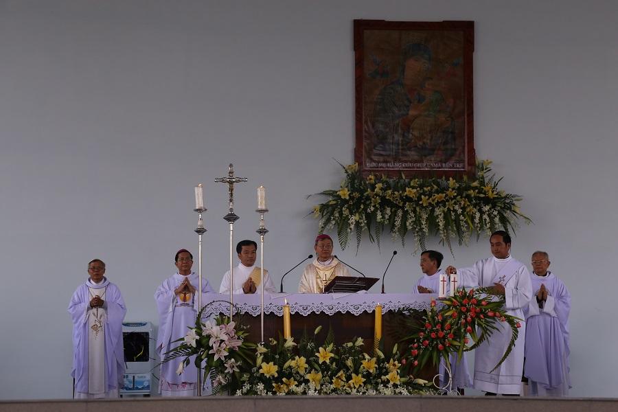 TTHH La Mã Bến Tre : Hành hương kỷ niệm 67 năm gặp lại Mẹ