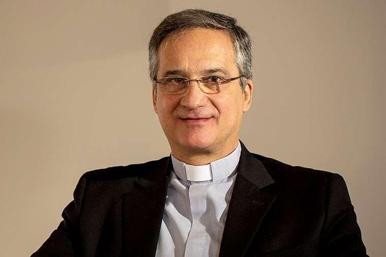 """Vụ """"lettergate"""" ở Vatican: Vụ Trưởng Vụ Truyền Thông từ chức"""