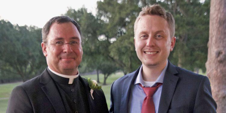 Pat Broussard thành linh mục công giáo sau khi gặp hai nhà truyền giáo Mócmôn